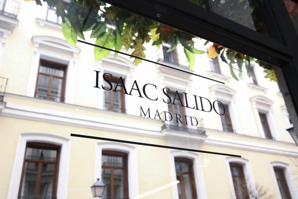 espacio isaac salido es una peluquería en el centro de madrid junto a la puerta de alcala, un espacio para el arte y la belleza, somos especialistas en corte, coloración natural y orgánica, maquillaje y tratamientos, nos adaptamos a las necesidades del cliente
