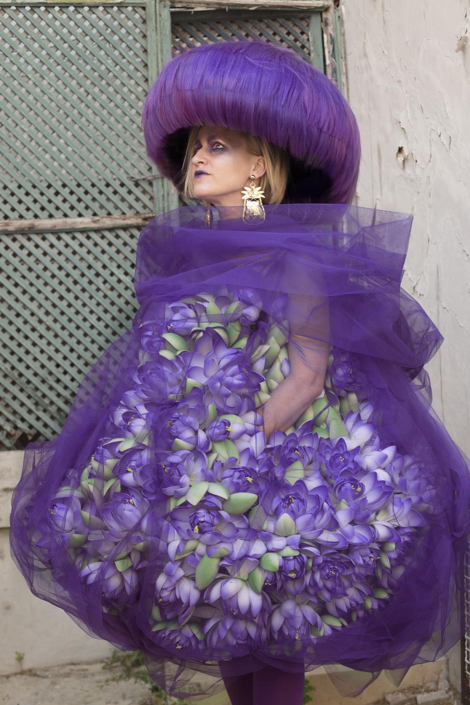 carmen para metamorfosis hos davines lisboa hair on stage sombrero cabello color fantasía morado violeta