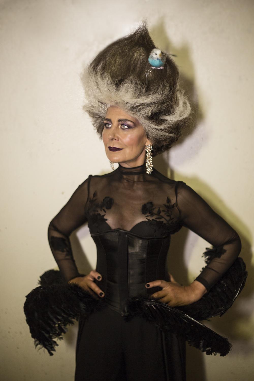 irene para metamorfosis hos davines lisboa hair on stage cabello silver plateado canas naturales con jaula de cabello
